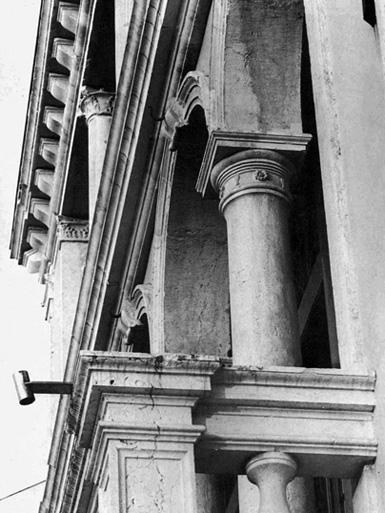 Palazzo Foscari Contarini. Immagine degli ordini architettonici.