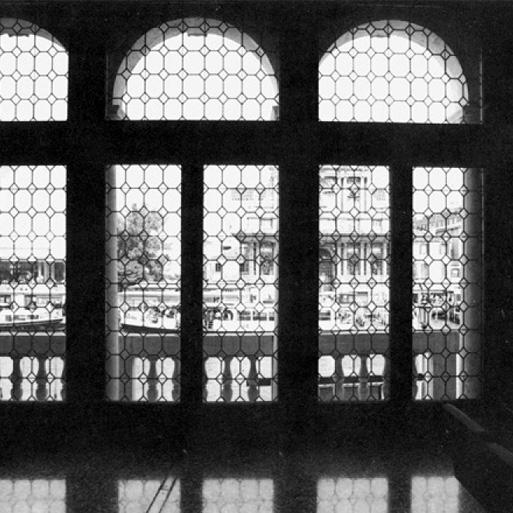 Palazzo Foscari Contarini, Venezia. Immagine della vetrata.