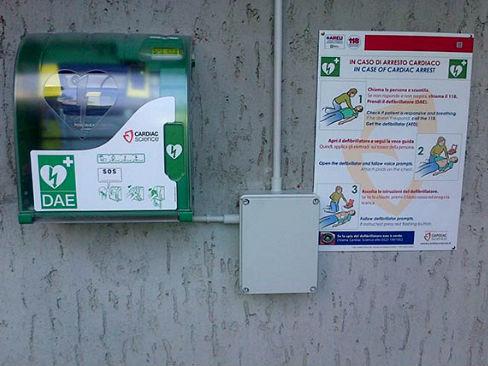 Un defibrillatore semiautomatico