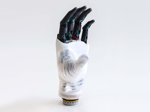 """La mano protesica di derivazione robotica """"Hannes"""", tra i progetti di ricerca Inail presentati alla fiera """"Rehacare 2018"""" di Düsseldorf"""