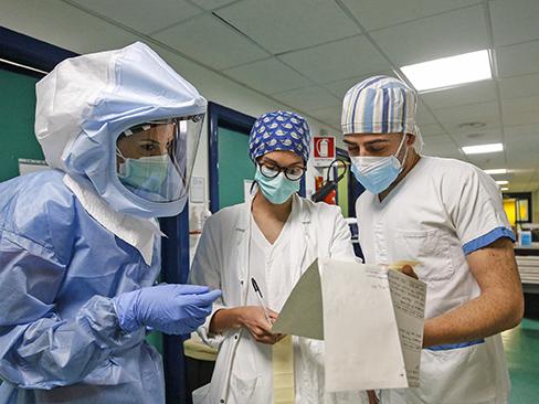 Emergenza Covid-19, in ottobre denunciate all'Inail 12mila infezioni di origine professionale