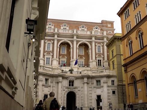 Immagine palazzo via IV novembre