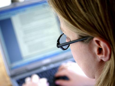 Lavoratrice al computer