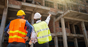 RLS che guardano una costruzione