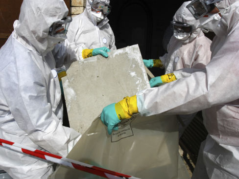 Smaltimento di materiali contenenti amianto